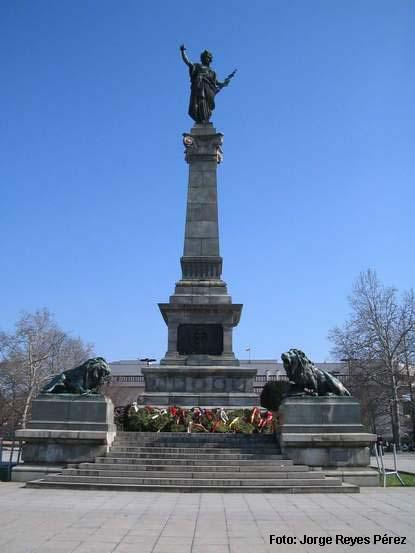 estatua de la libertad en la ciudad de Ruse